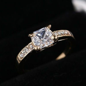 Jewelry - 18K Gold Filled CZ Crystal Engagement-like Ring 💎